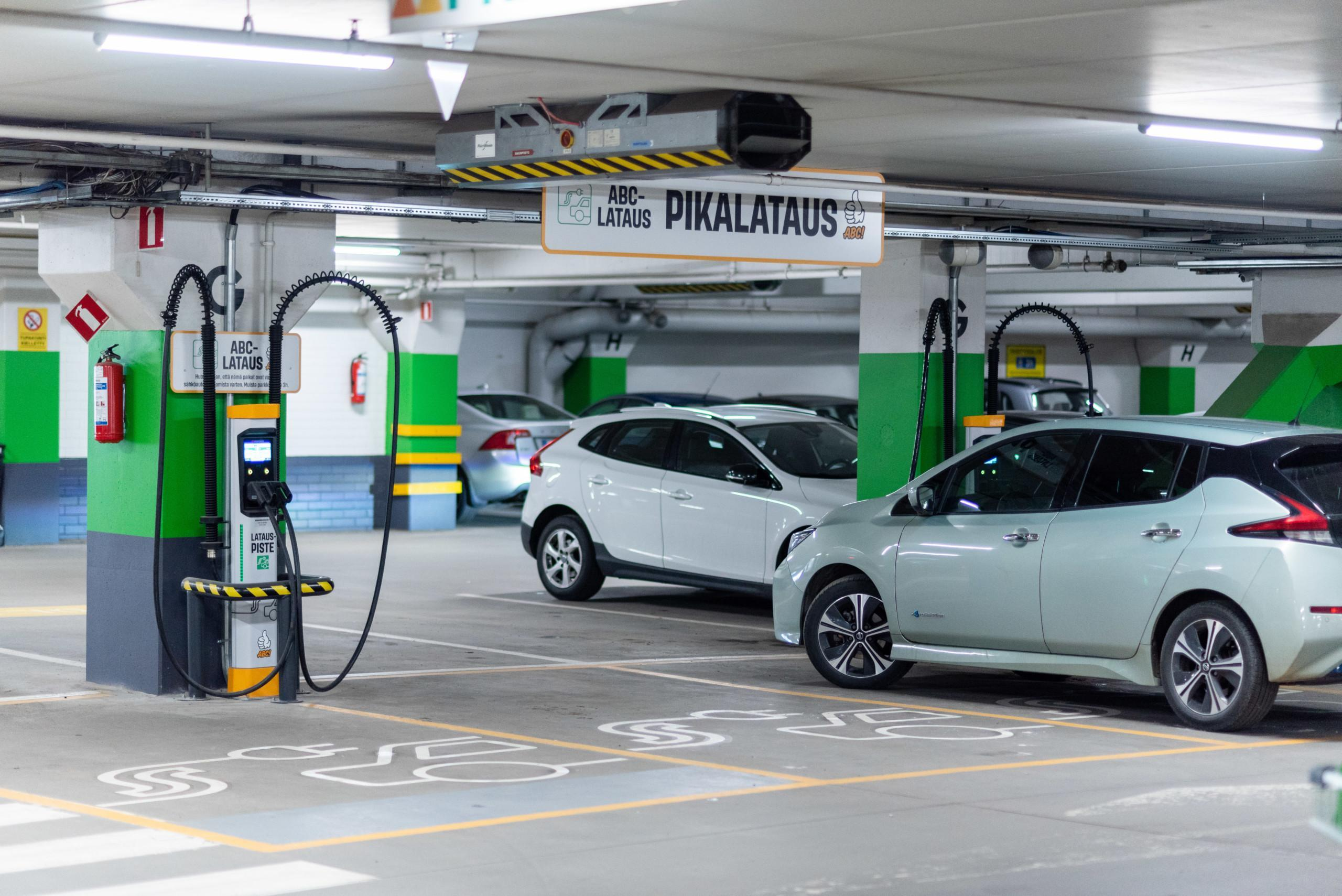 In the first phase, two Kempower S-series satellite charging points with four DC fast charging posts are opened in Helsinki.